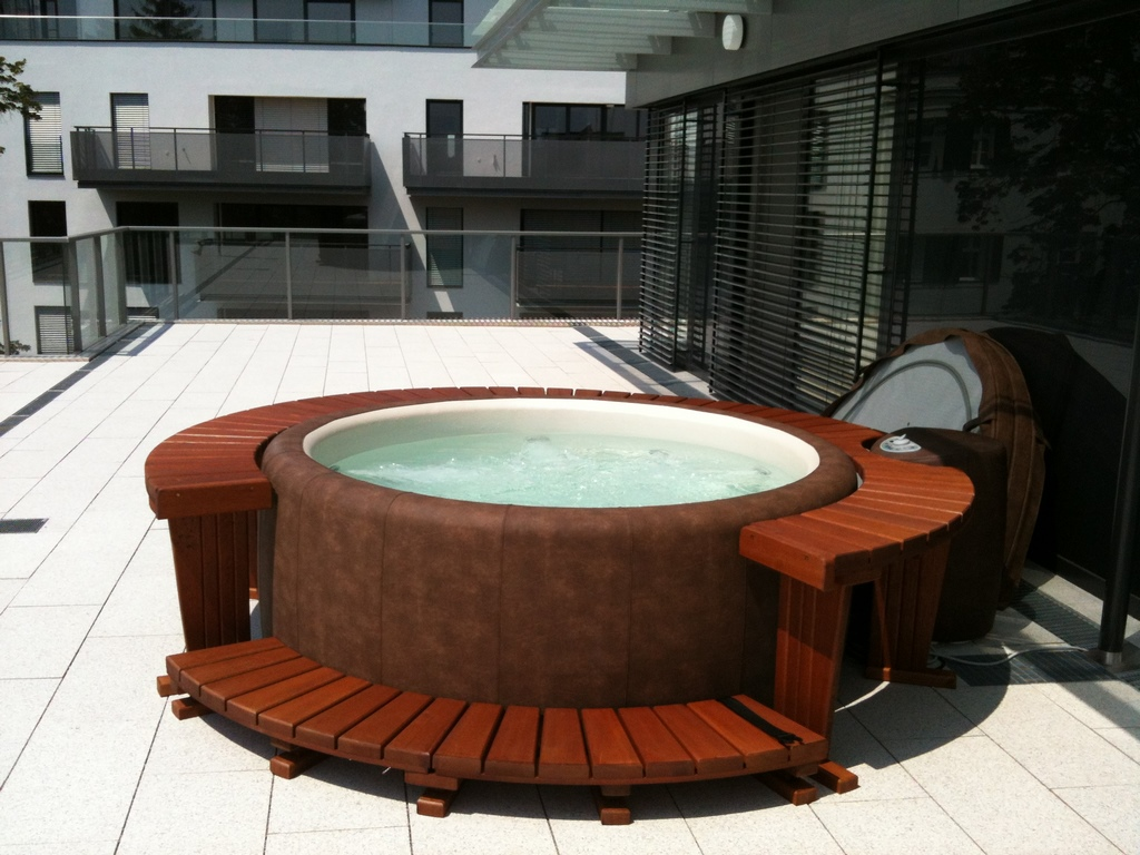 Softub hot tub on modern roof terrace