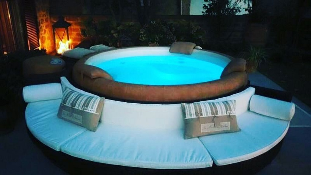 Softub hot tub with seating