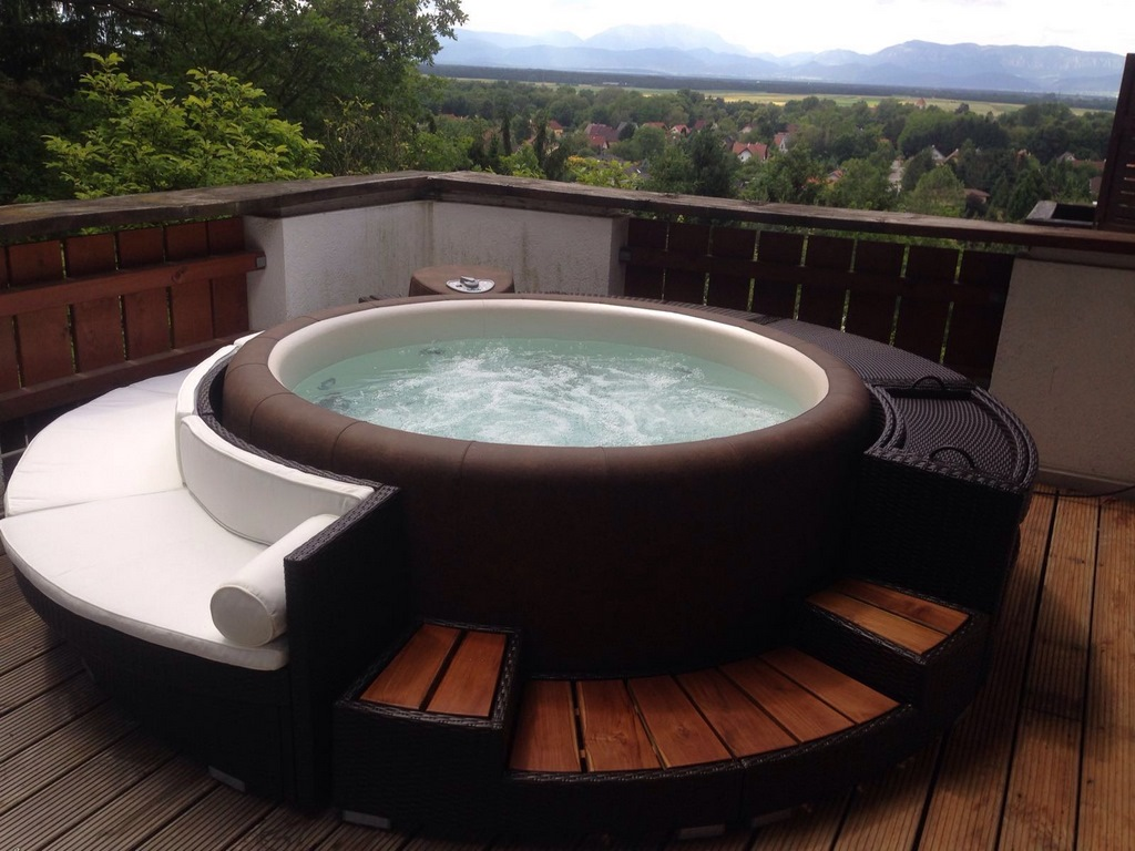 Softub hot tub with chill surround