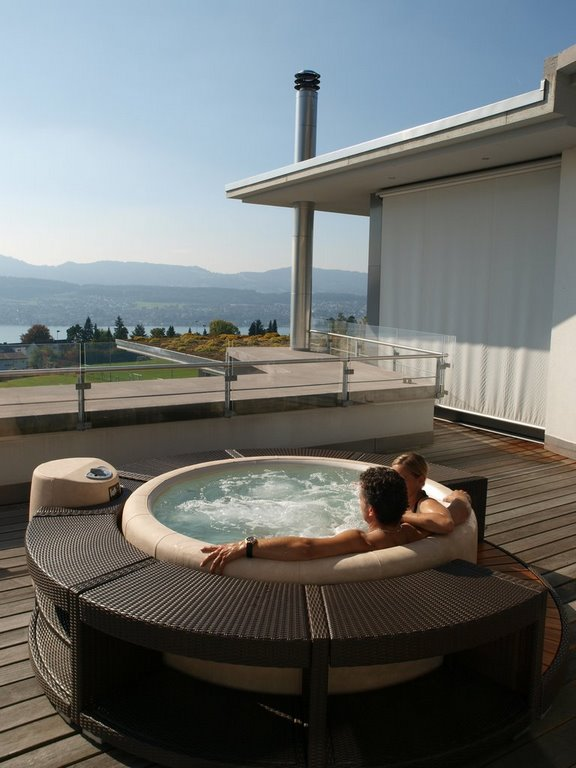 Softub hot tub on roof terrace