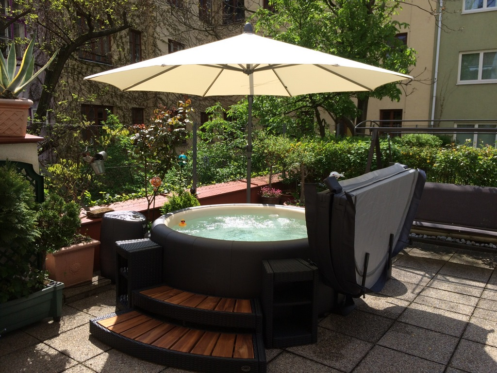 Softub hot tub with parasol