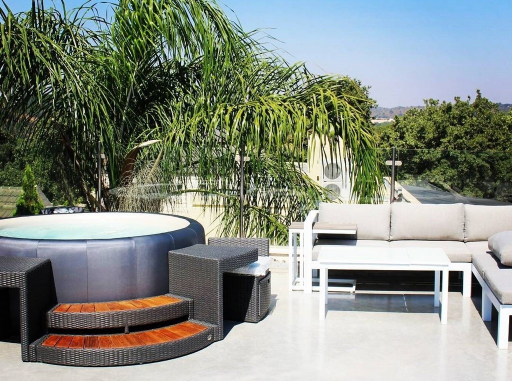 Softub hot tub in graphite