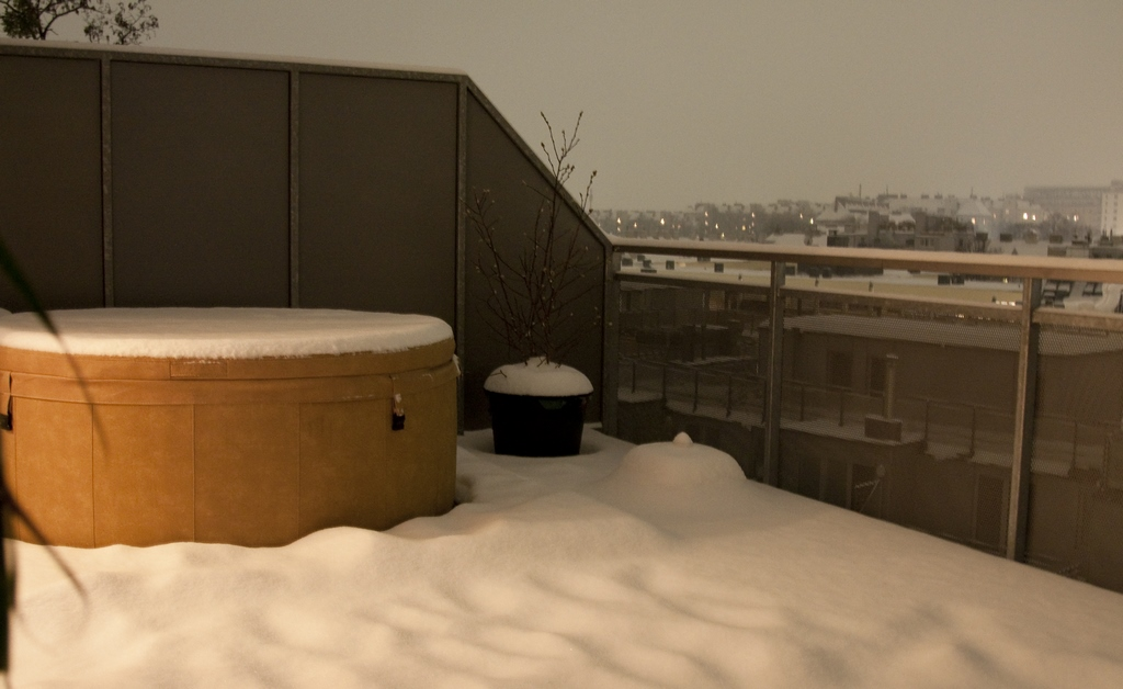 Softub hot tub for cold weather